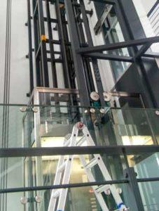 BRK Aufzug Glasgehäuse