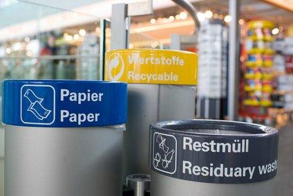 Entsorgungsdienst München: Müllbehälter in einem Einkaufszentrum in München