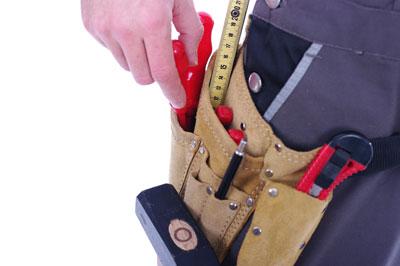 Handwerker mit Werkzeugtasche