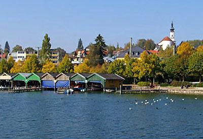 Blick auf Starnberg vom See aus